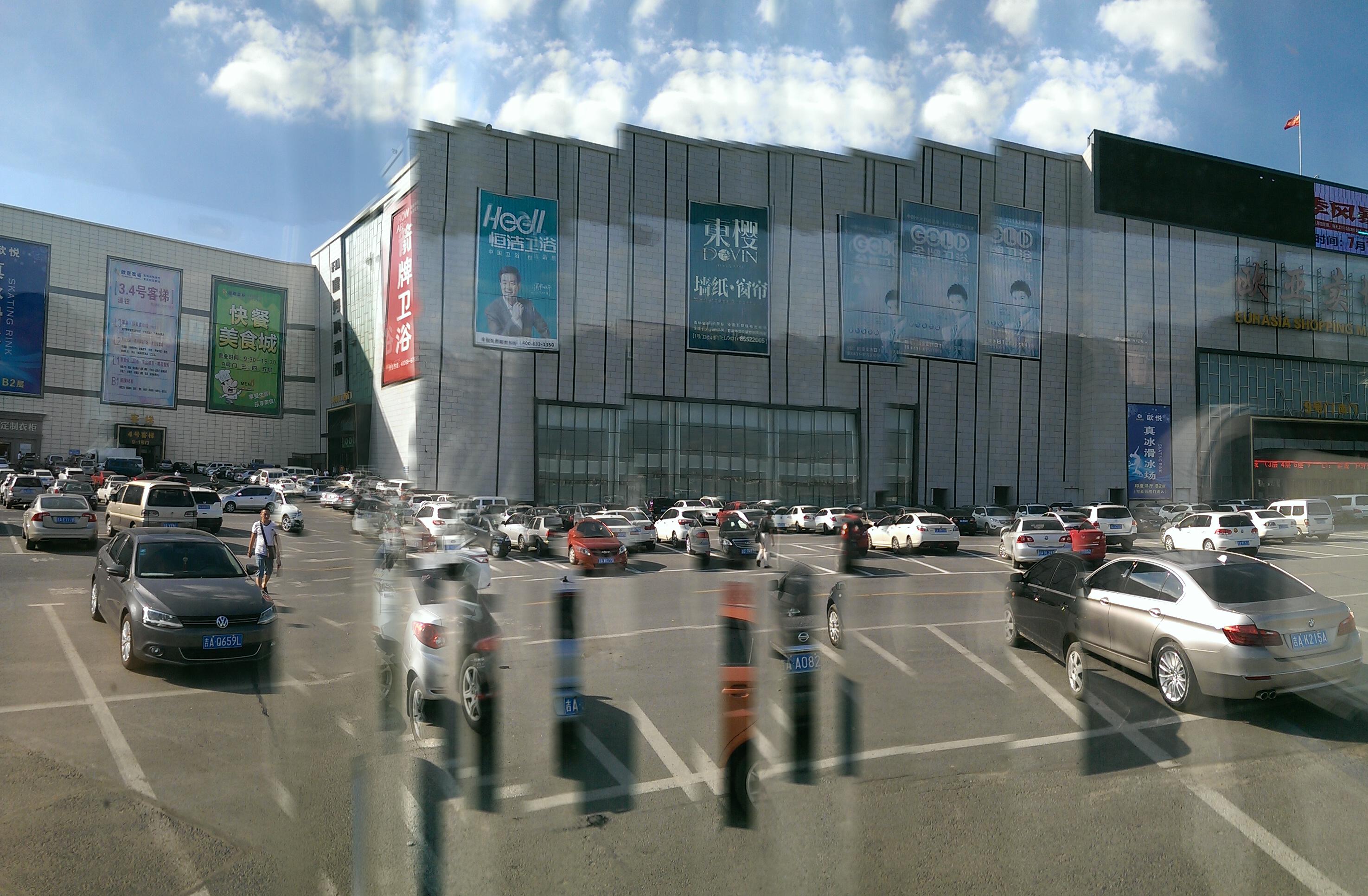 [trippy panorama of a shopping mall]